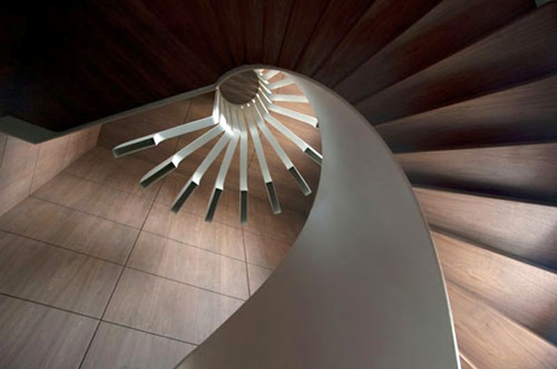 Spiraling staircase with integrated lighting