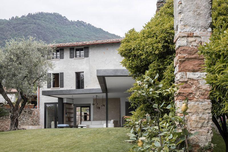 Bermeisterwolf Italian Villa