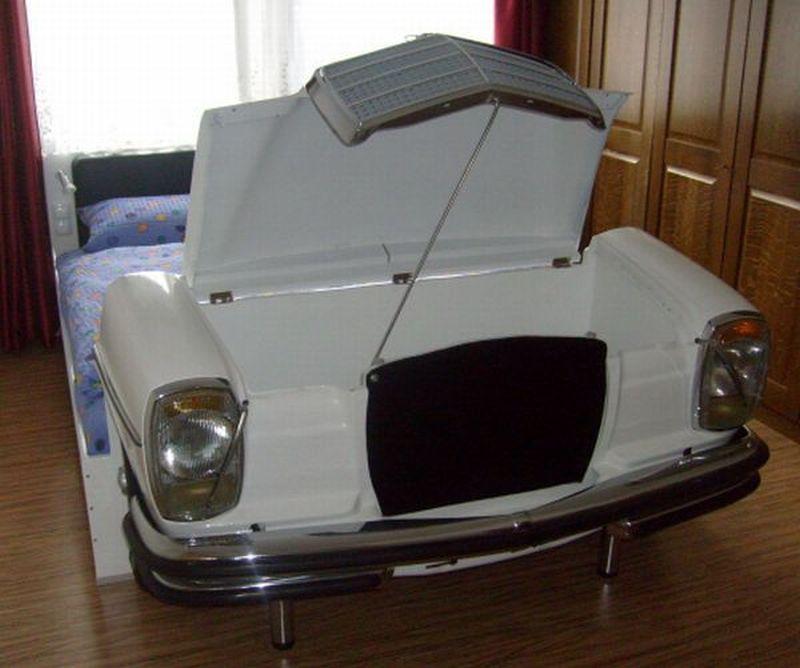 Mercedes bed