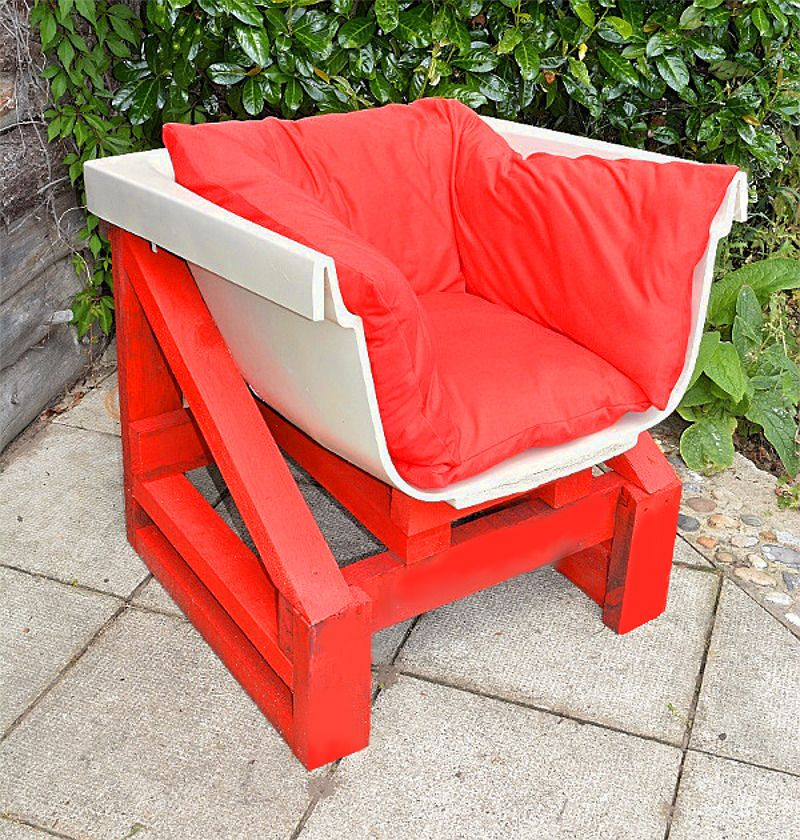 Old bathtub into garden chair