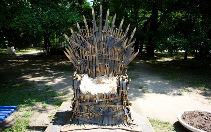 Iron Throne crafted from real swords makes the real one look lame