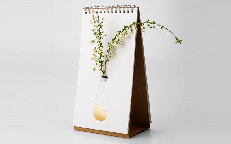 tabletop flip vase by Lufdesign