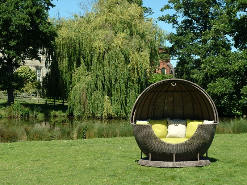 Outdoor Apple Daybed