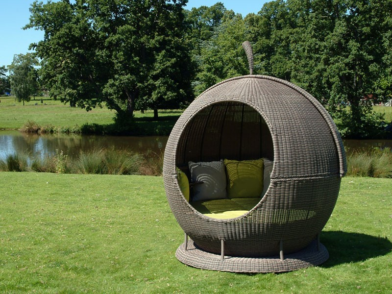 Eco Loom Rotating Rattan Outdoor Apple Daybed