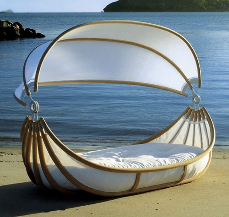 Floating daybed by Design Mobel
