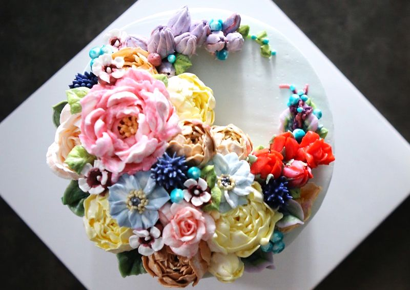 Buttercream floral cake by Atelier