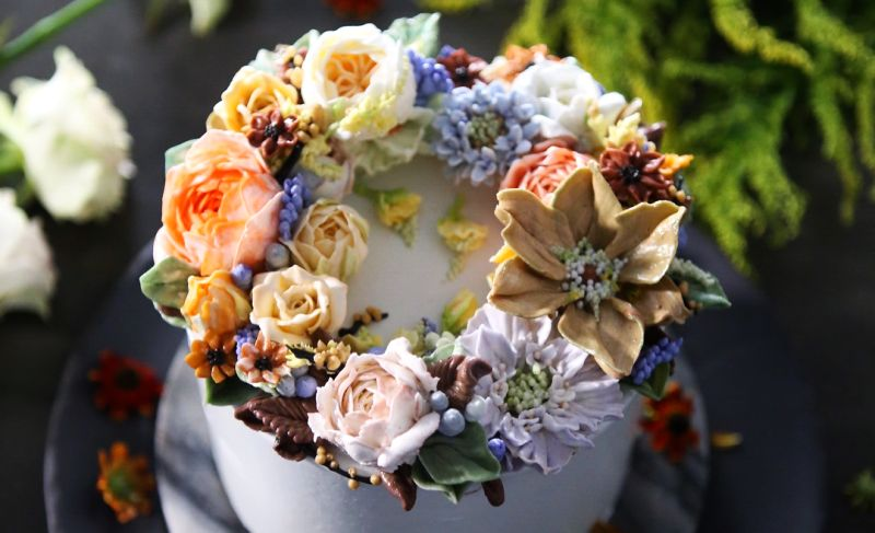 floral wedding cake by Atelier
