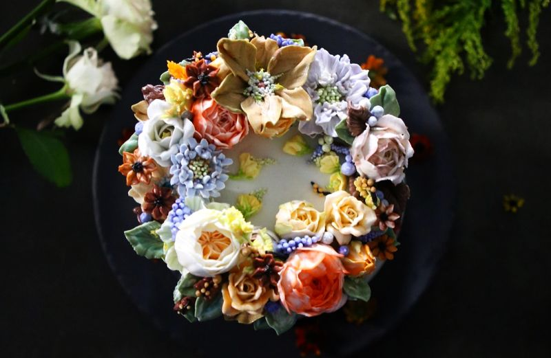 Atelier's floral cake