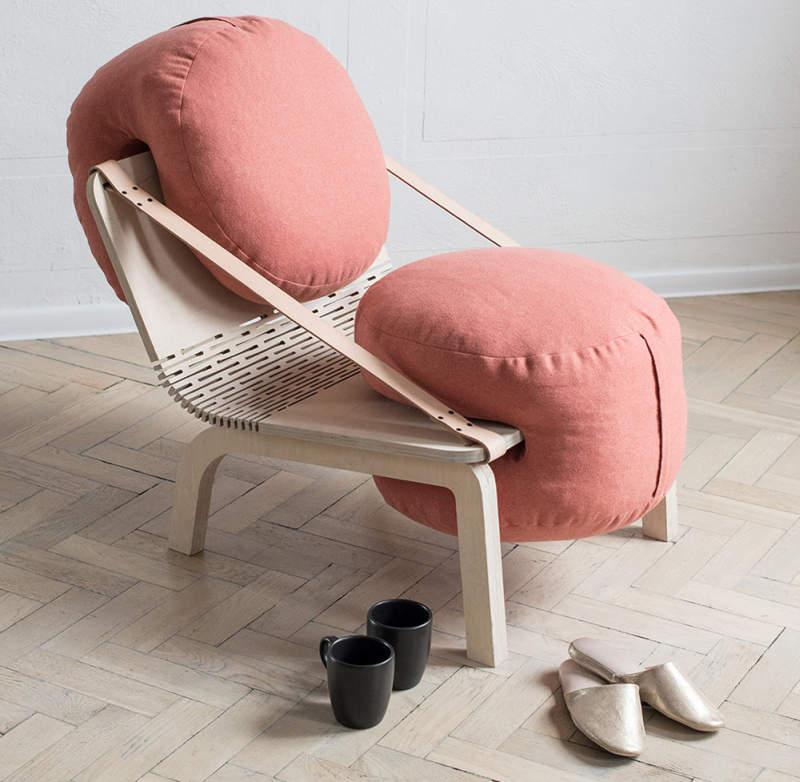 Dango flexible armchair has two removable poufs