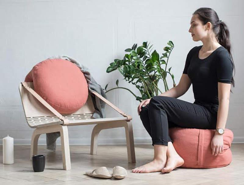 Dango flexible armchair has two removable poufs