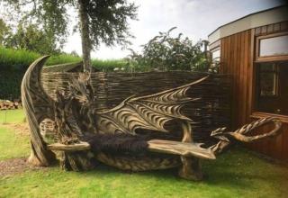 Igor Loskutow Wooden dragon bench