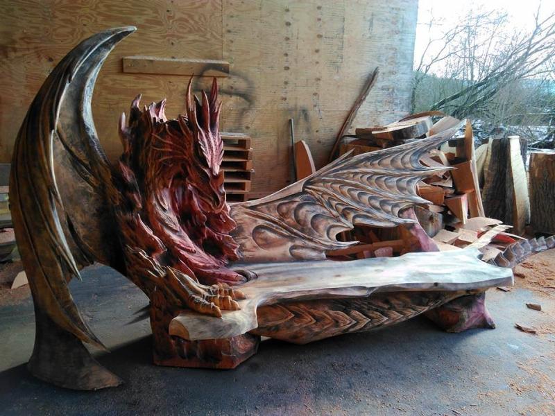 Igor Loskutow's dragon bench