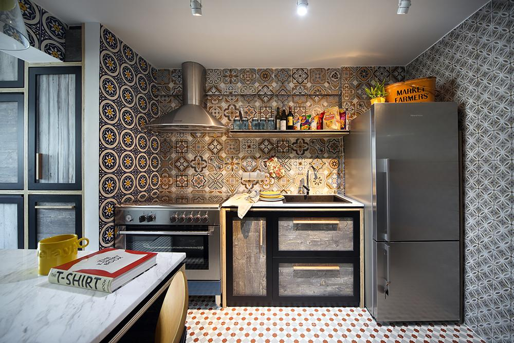 Patterned tiles home