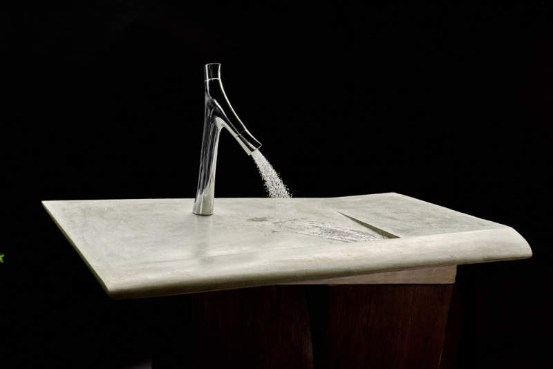 This concrete incline washbasin allows water to drain into the corner