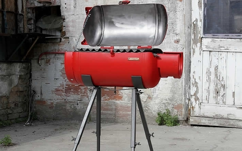 Ultra-durable BBQ PARADOX grill upcycled from an old gas tank
