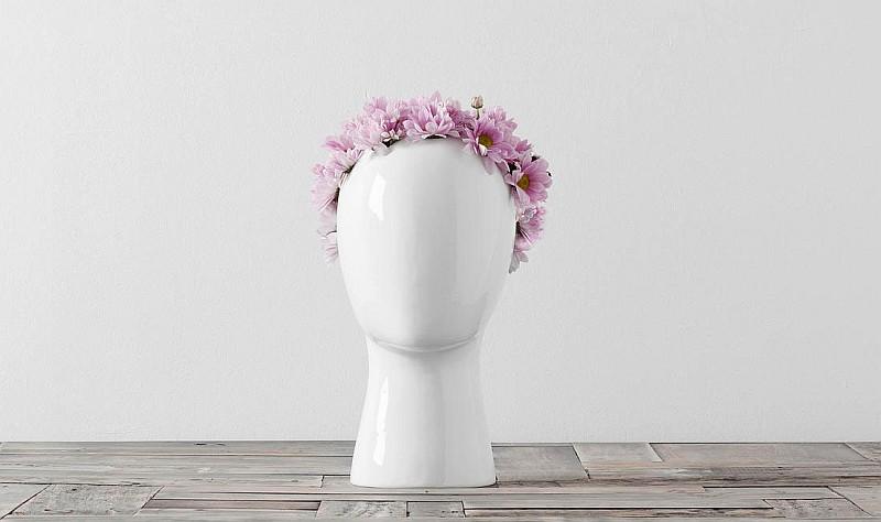 WIG ceramic vase by Tania Da Cruz