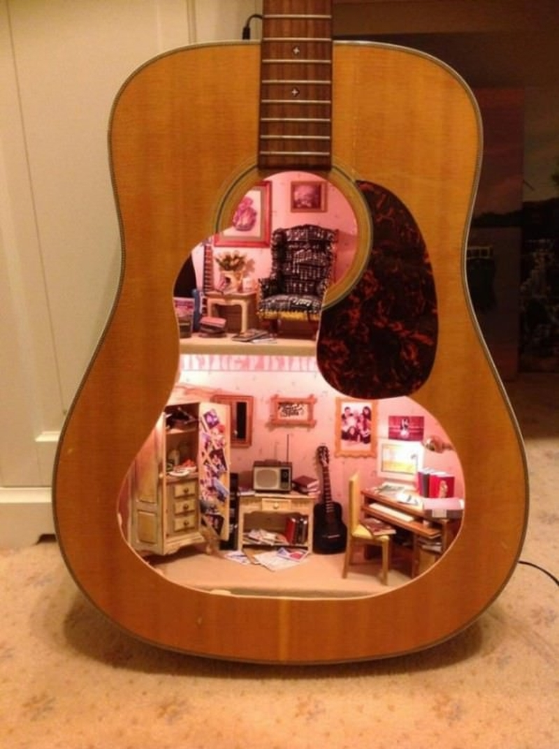 doll house guitar