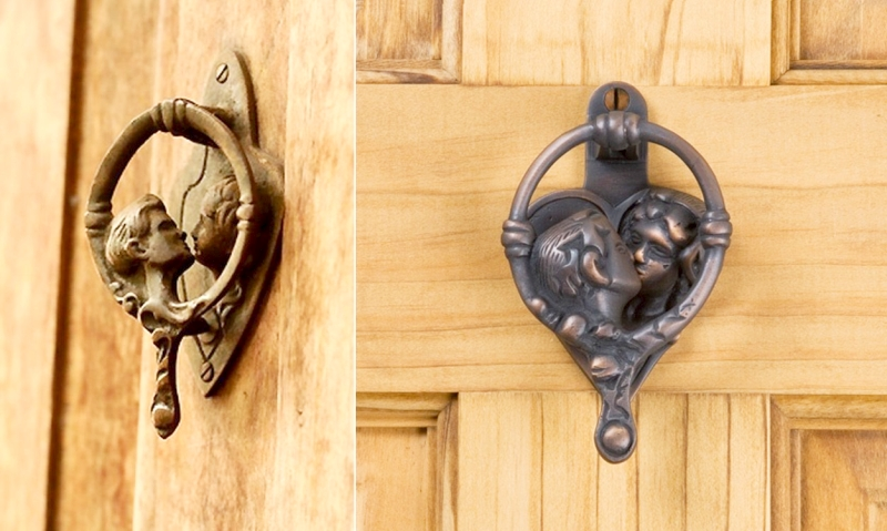 kissing door knockers