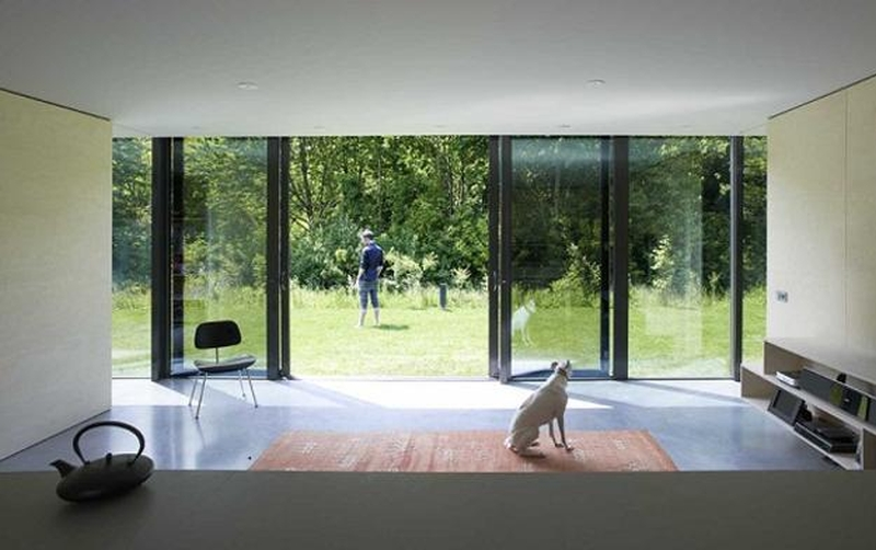 Mirror house is designed by Johan Selbing and Anouk Vogel _1