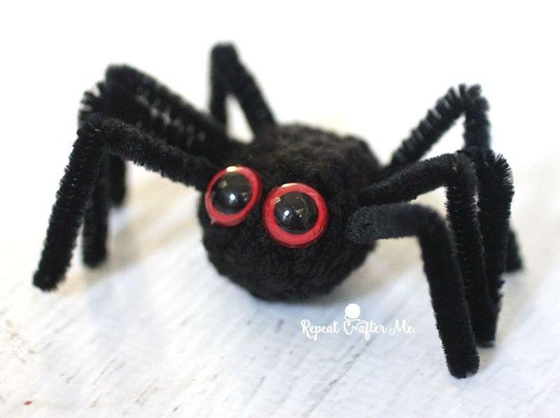Crochet Halloween black cat wreath spider
