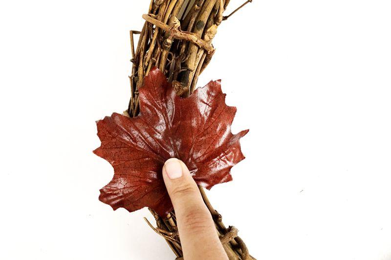 Easy Halloween Fall foliage DIY leaf wreath