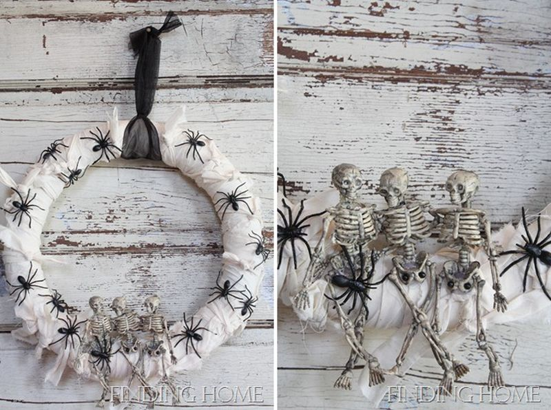 Spider wreath with happy skeletons