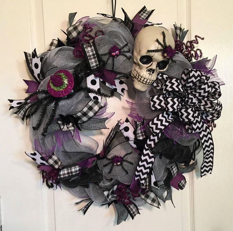 Skull spider and rat wreath
