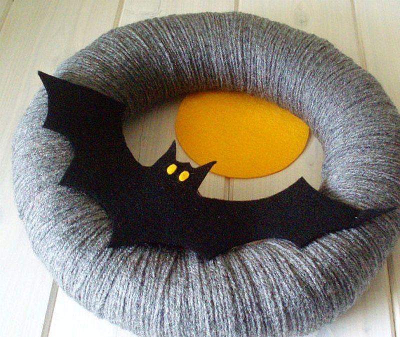 Yarn bat wreath for Halloween
