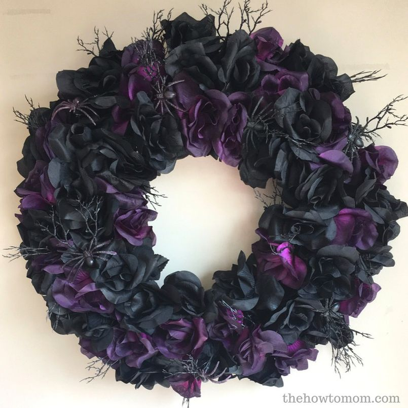 Creepy Black Rose Wreath