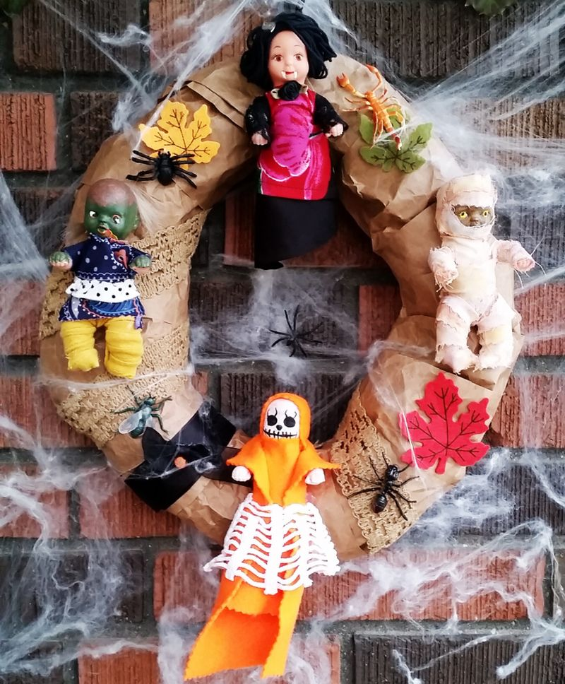 Creepy Doll Halloween Wreath -DIY