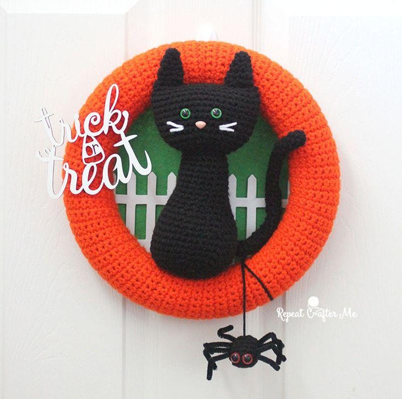 Crochet Black Cat Halloween Wreath
