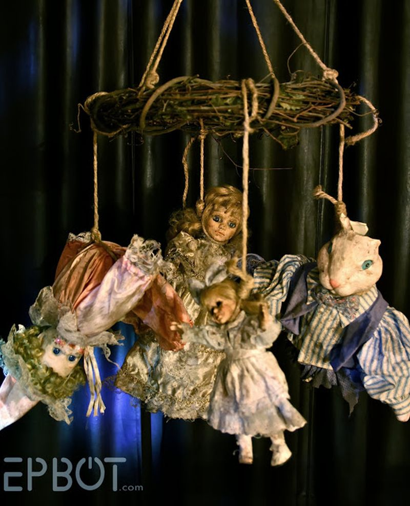 DIY Creepy Doll Mobile Wreath