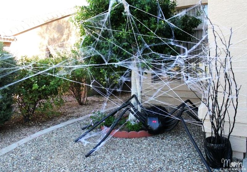 Giant-spider-for-halloween celeberation