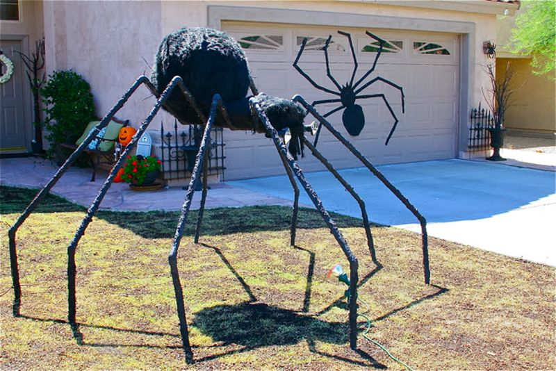 Giant-spider-for-spooky-halloween