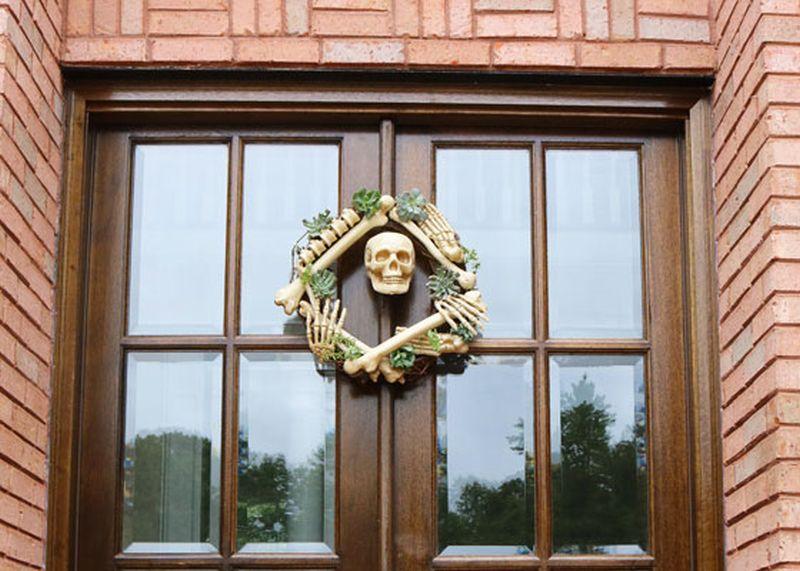 DIY Grapevine Skeleton Halloween Wreath