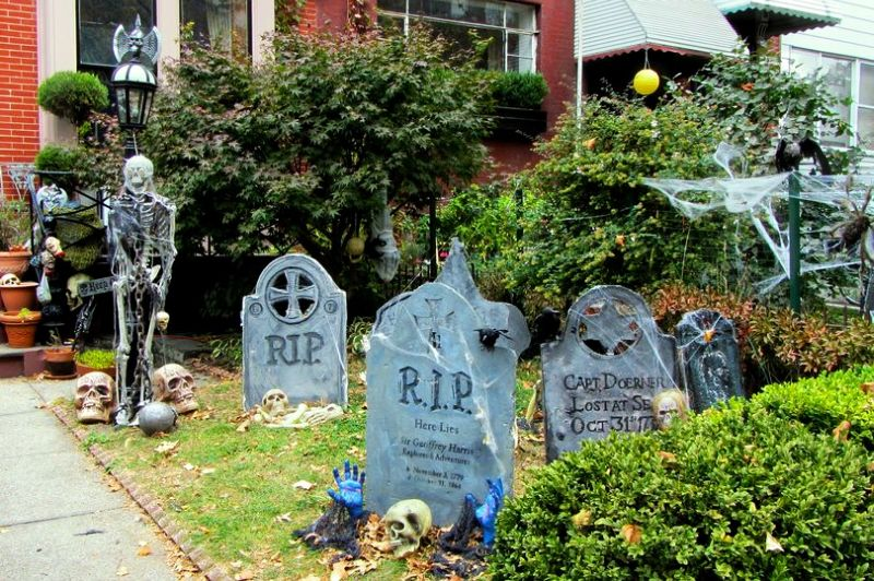 10 spooky outdoor halloween decoration ideas for festival Vintage halloween decorations uk
