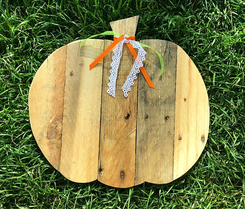 Reclaimed wood pallet pumpkin
