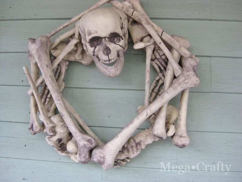 DIY Skeleton Halloween Wreath