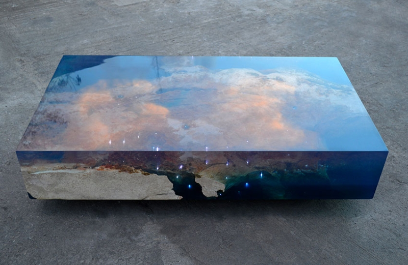 Starry sea table with water appeal