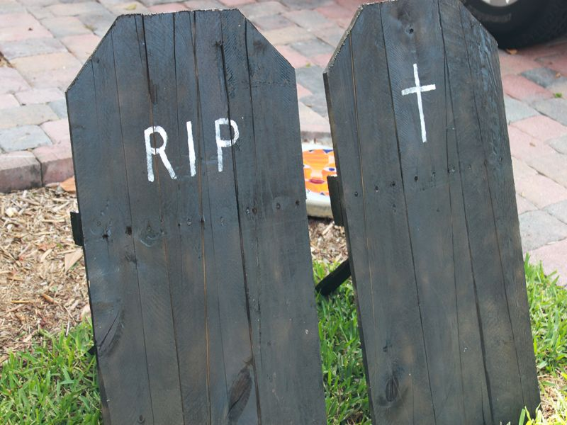 Pallet wood Tombstone