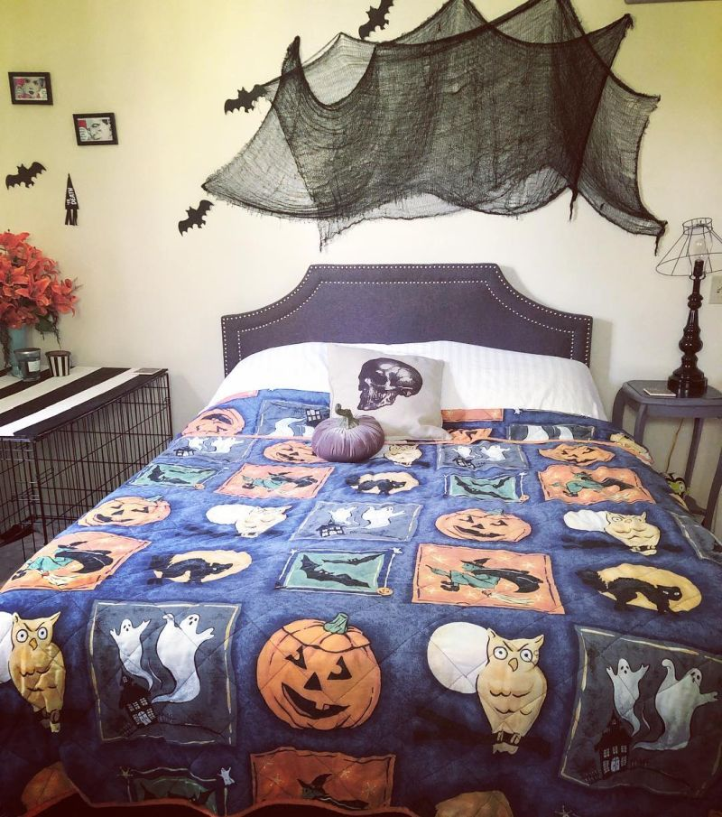 Bedroom Halloween decoration ideas - wall decoration