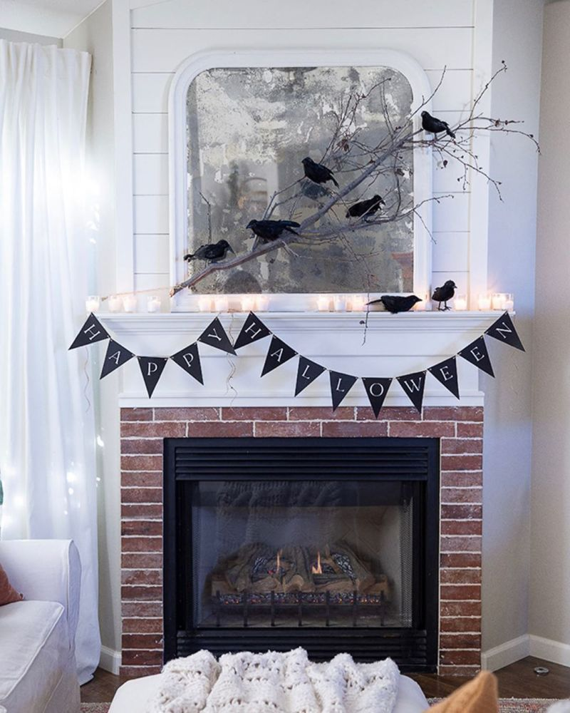 Living room Halloween decoration ideas - fireplace mantel