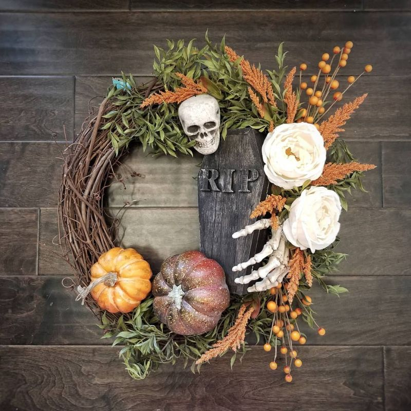 Living room Halloween decoration ideas - wreath