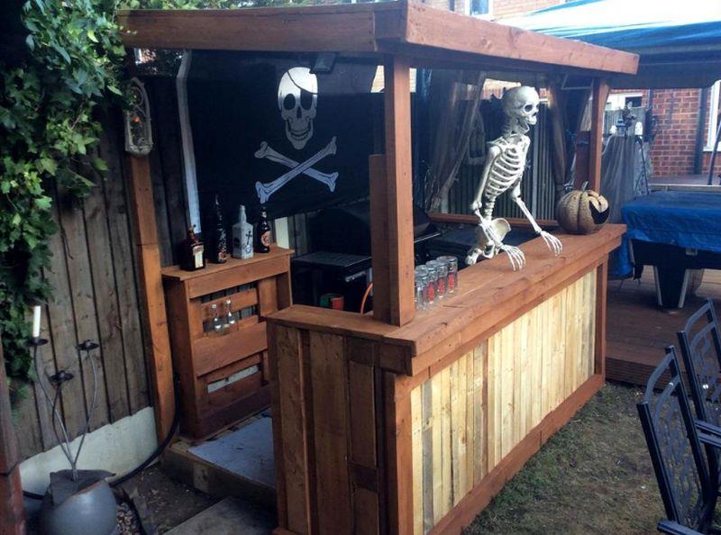 Pallet wood bar for Halloween