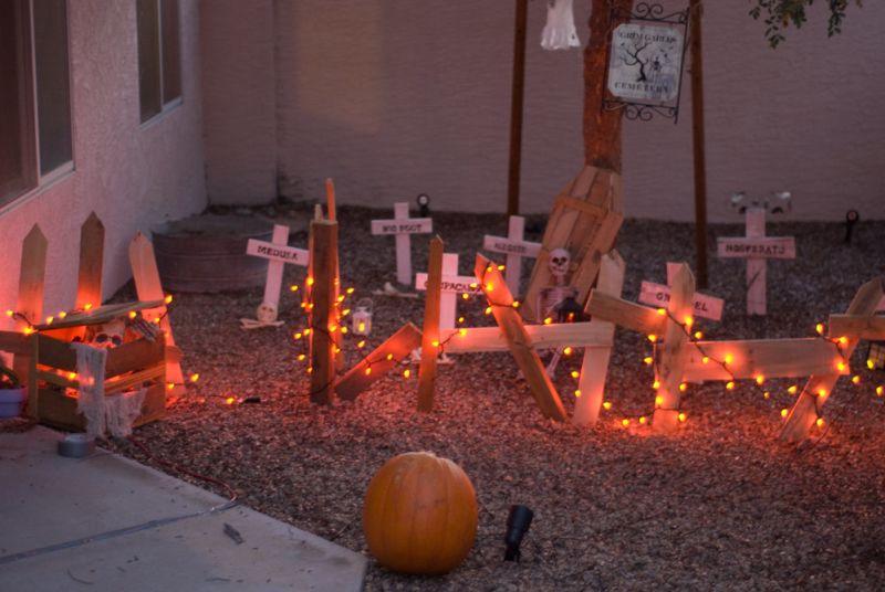 Pallet wood graveyard outdoor Halloween decoration