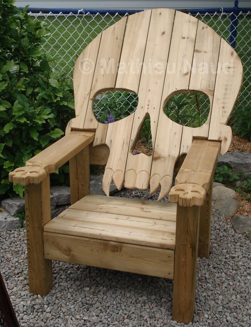 Pallet wood skull chair