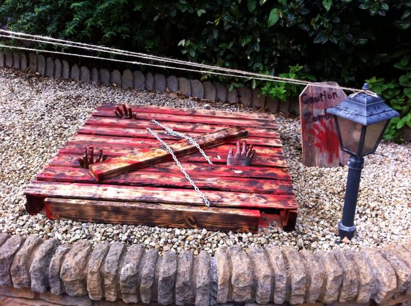 Pallet Zombie Pit for Halloween