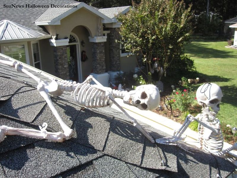 Skeleton Halloween roof decoration