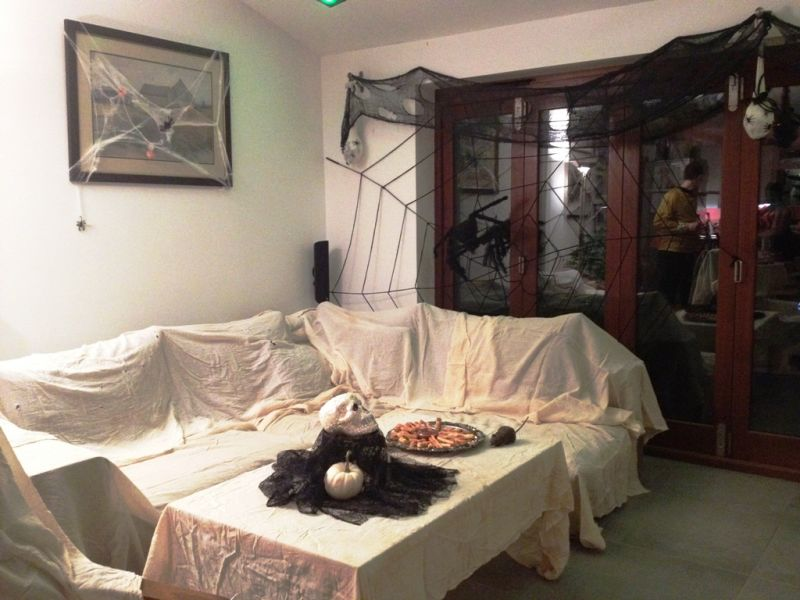 living-room-halloween decoration-21