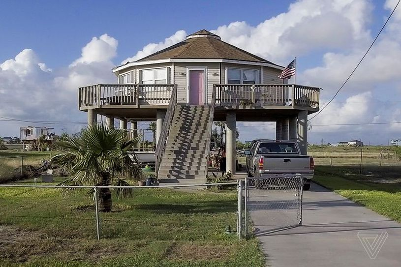 Deltec roundish prefab homes can survive hurricanes